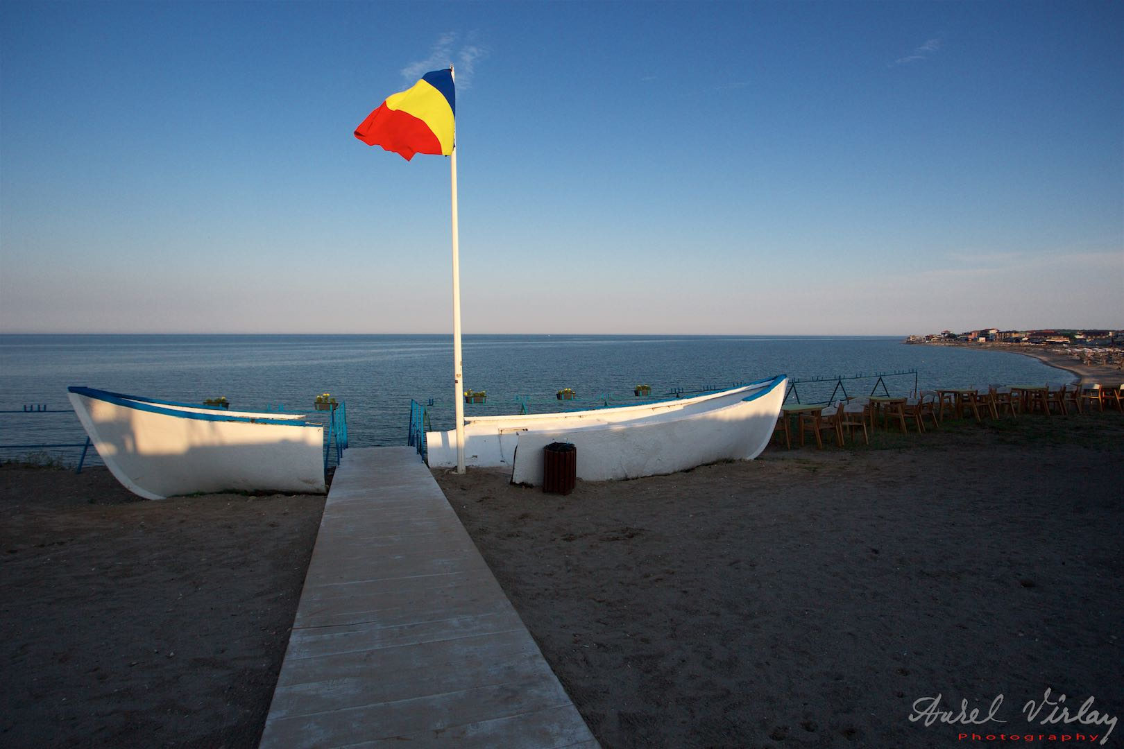 The road to the Black Sea crosses the white boat from Pescarie.