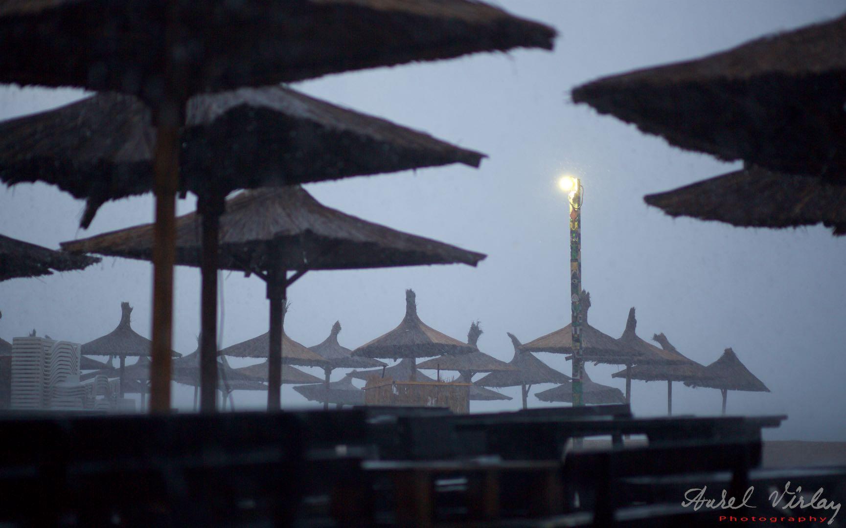 The emblematic lantern on Stuf beach in a heavy rainy Saturday.