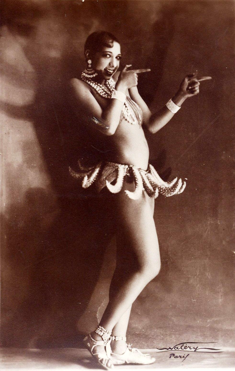 Josephine Baker in banana skirt - Folies Bergère production Un Vent de Folie 1927